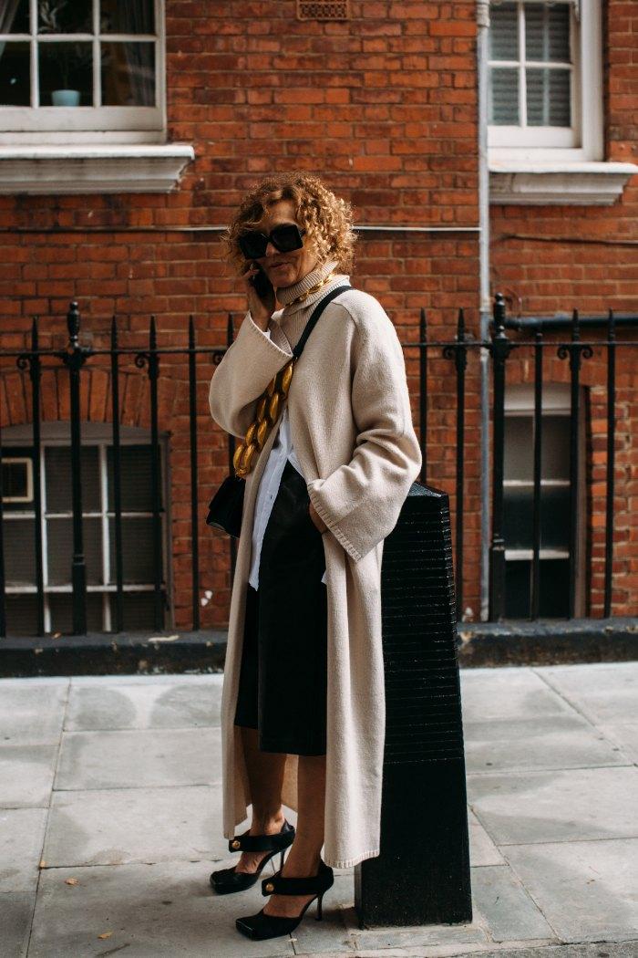 9 trucos que te harán ver más delgada, azul y negro, coordinados que adelgazan, dress con, vestido tubo, prendas que adelgazan