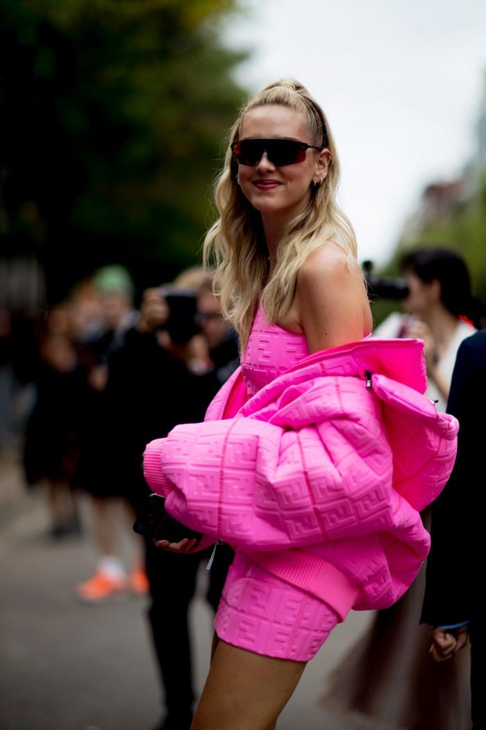 6 Trucos que todas las modelos hacen para lucir outfits espectaculares