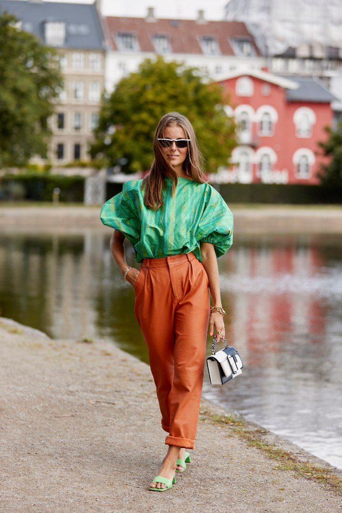 verde y naranja, combinaciones raras, street style.