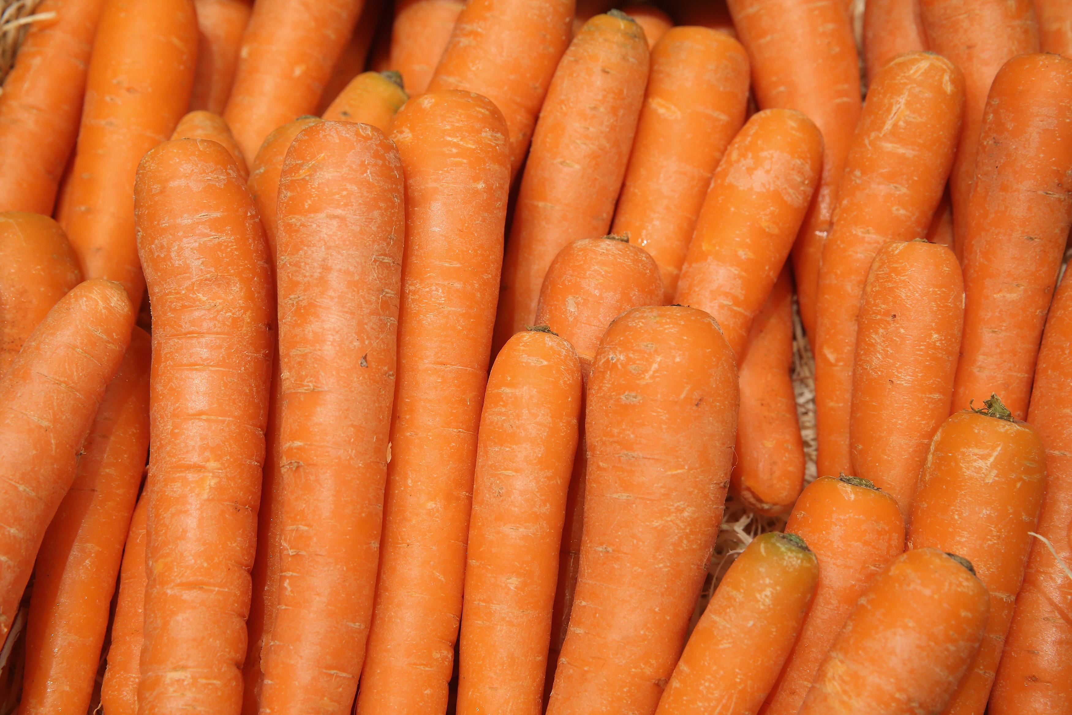 https://www.harpersbazaar.mx/belleza/propiedades-beneficios-jugo-de-frutas-naranja-zanahoria-toronja-arandano/