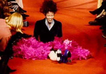 Naomi Campbell, modelos caen, modelo en pasarela, caídas en desfiles, incómodos sobre la pasarela