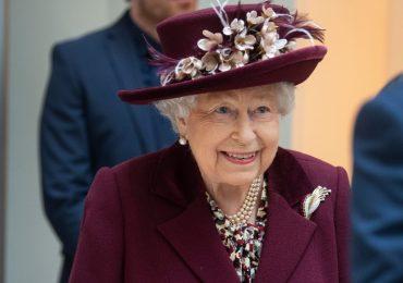 Los broches de la reina Isabel II, reina isabel II, reina elizabeth II, monarquía, reina, realeza inglesa,