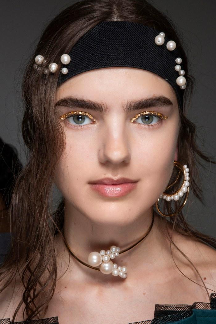 headbands, bandas para pelo, 6 tendencias de pelo para Otoño-Invierno 2020