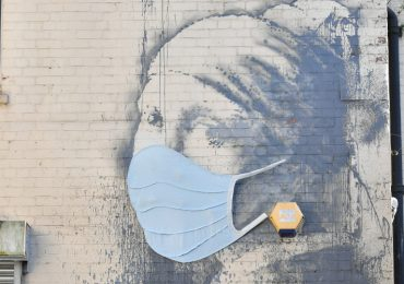 Bansky rinde homenaje a personal sanitario