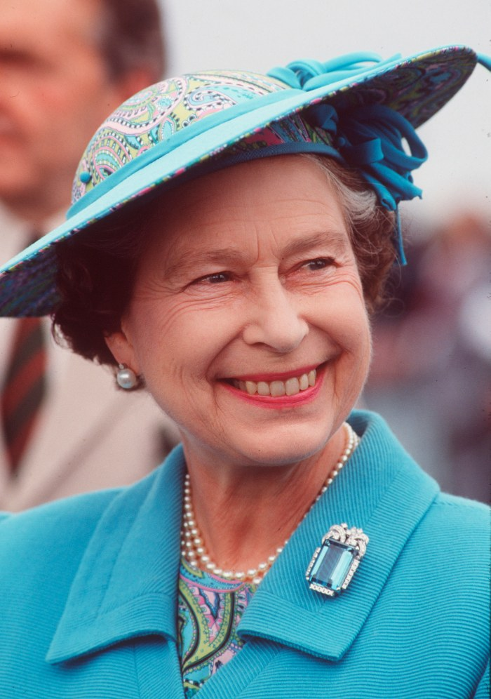 Queen Elizabeth II During A Visit To The Isle Of Man In August 1989 Wearing A Hat By Milliner Philip Somerville. (Photo by Tim Graham Photo Library via Getty Images)
