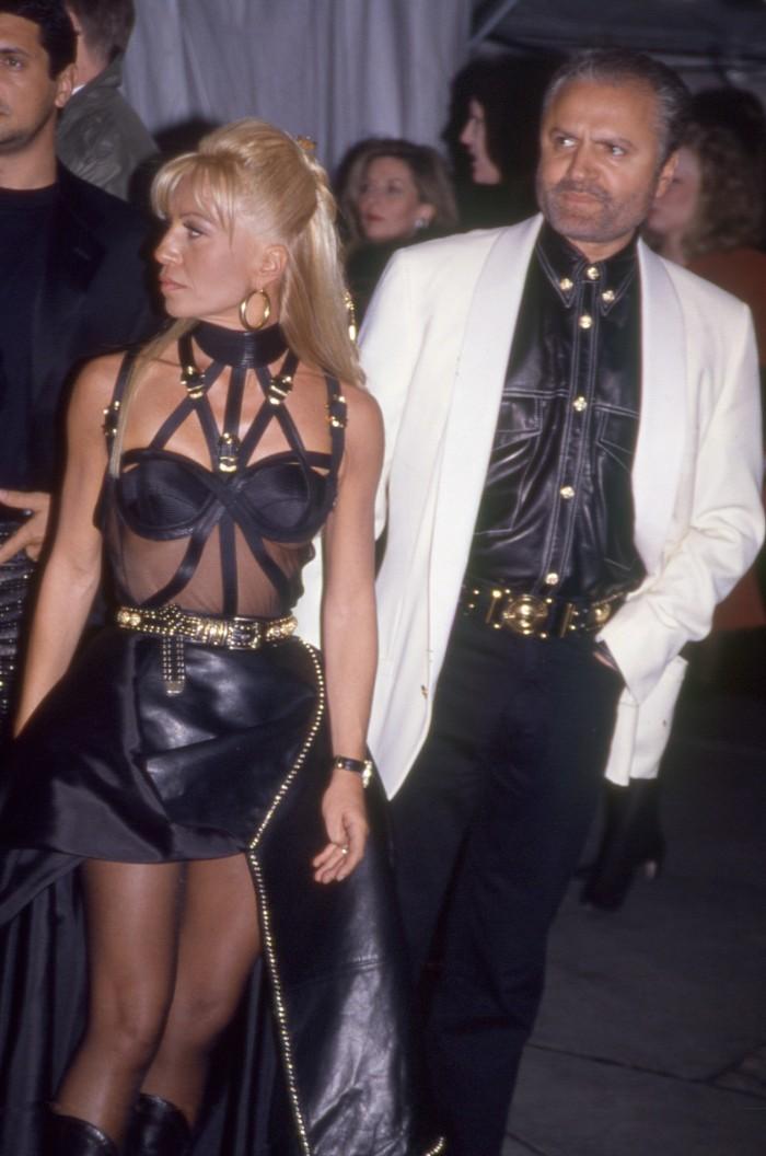 Donatella y Gianni Versace, met gala, gala del met, nueva york, vestido icónico