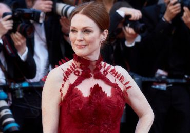 """Julianne Moore, 2017. Foto: Kristina Nikishina/Epsilon/Getty Images CANNES, FRANCE - MAY 17: Actress Julianne Moore attends the """"Ismael's Ghosts (Les Fantomes d'Ismael)"""" screening and Opening Gala during the 70th annual Cannes Film Festival at Palais des Festivals on May 17, 2017 in Cannes, France. (Photo by Kristina Nikishina/Epsilon/Getty Images)"""