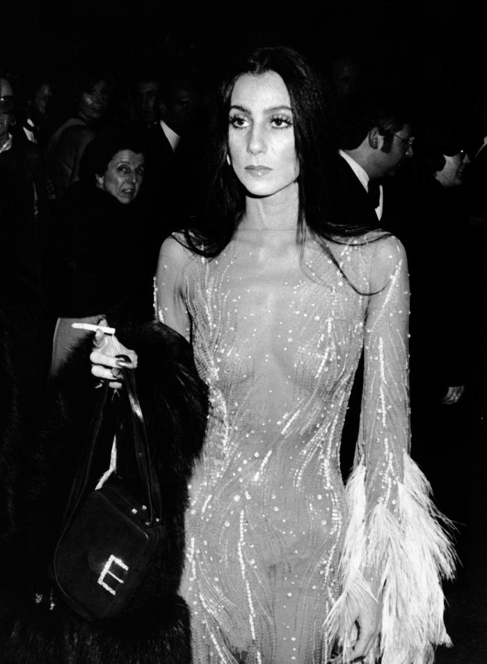 cher, cantante, naked dress, Bianca Jagger, museo metropolitano de arte, met gala, Metropolitan Museum of Art Costume Institute Gala