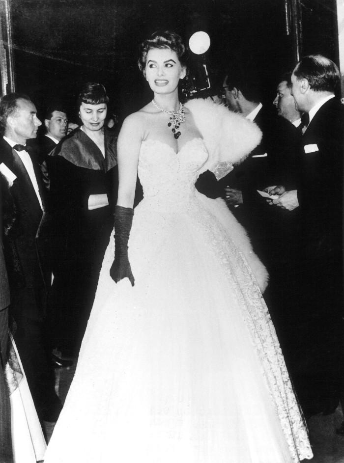 Sofia Loren, mejores vestidas en cannes,