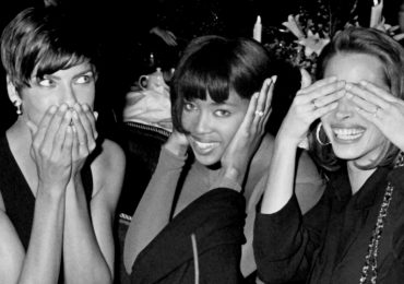 NEW YORK CITY - OCTOBER 29: (L-R) Linda Evangalista, Naomi Campbell and Christy Turlington attend Sixth Annual Fashion Group Night of Stars Gala on October 29, 1989 at the Plaza Hotel in New York City. (Photo by Ron Galella/Ron Galella Collection via Getty Images)