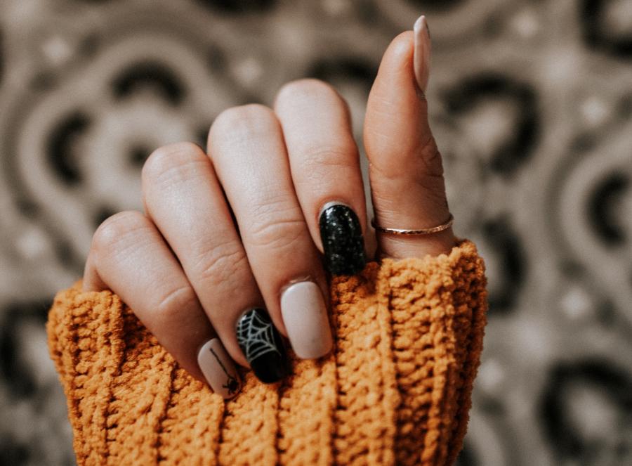 extravagante-diseños-de-uñas-Harpers-Bazaar-