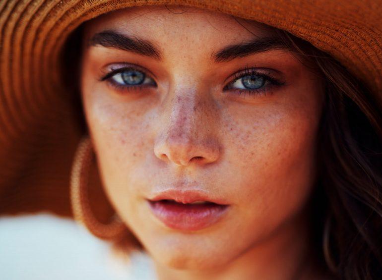feminización-en-el-rostro
