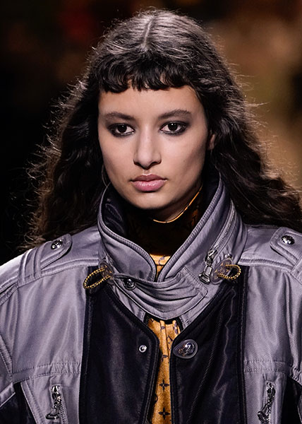 Louis Vuitton se suma al flequillo corto