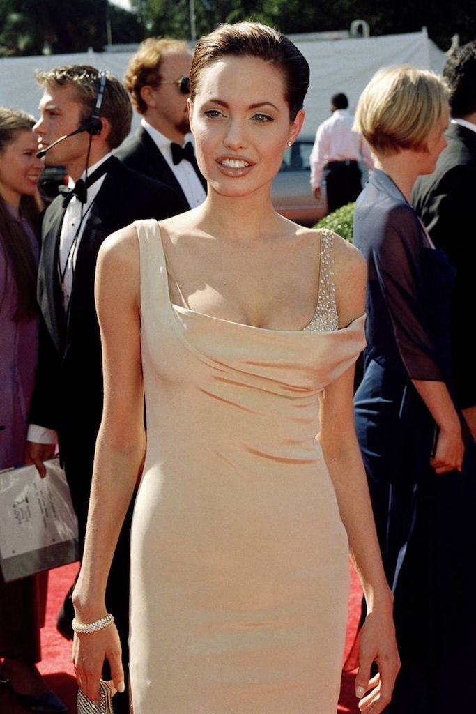 mejores looks de los emmy Angelina Jolies