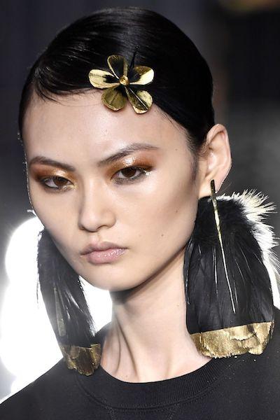 Tendencias de maquillaje otoño 2020 oro