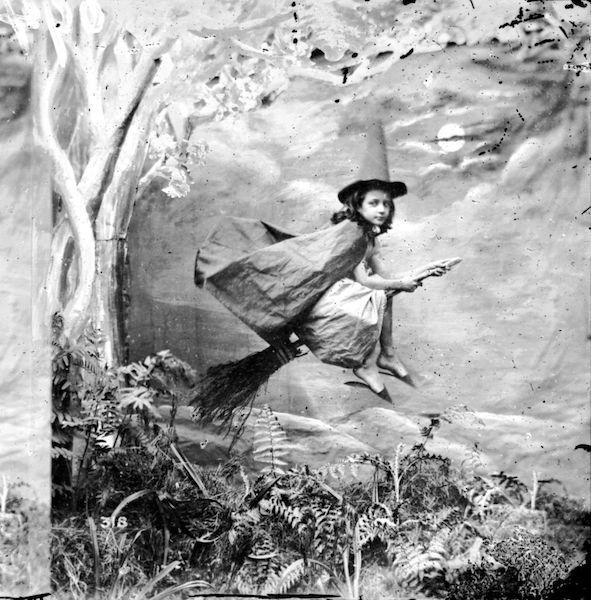 Cuál es el origen de las brujas foto