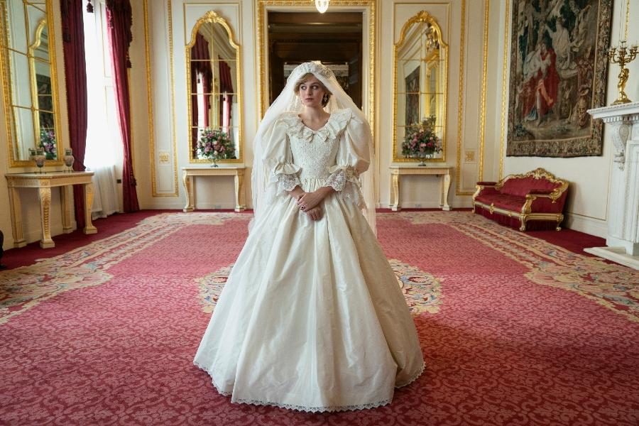 Emma Louise Corrin como la princesa Diana en The Crown 4