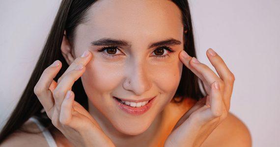 5 ingredientes naturales para combatir las ojeras y las bolsas de los ojos