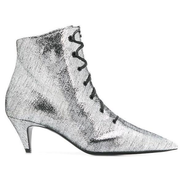 Cómo usar botas kitten heel Saint Laurent