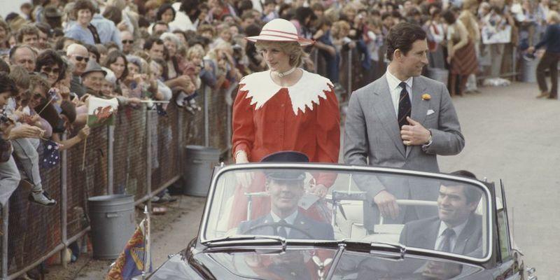 La princesa Diana y el príncipe Carlos en Australia auto