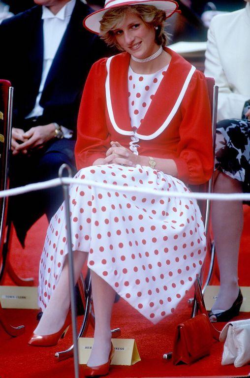 La princesa Diana y el príncipe Carlos en Australia vestido rojo