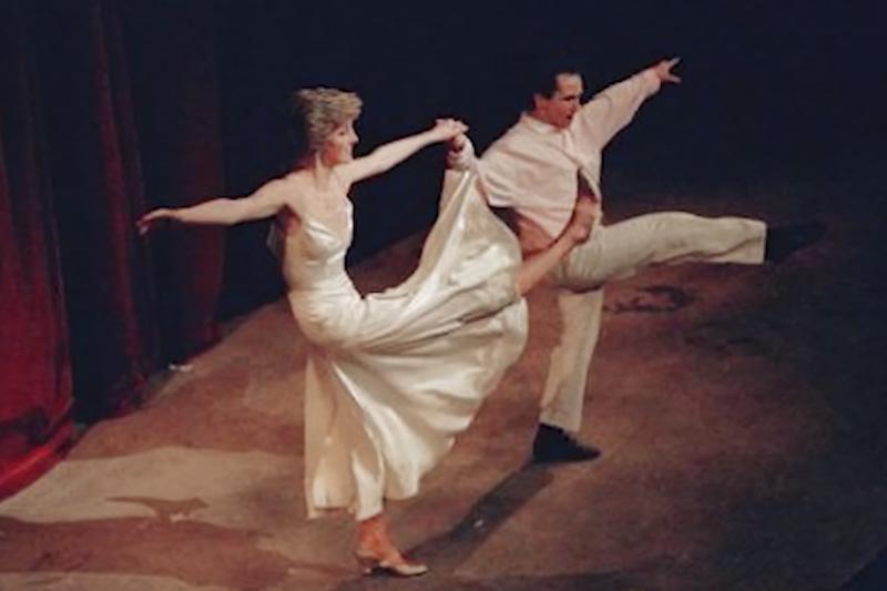 Diana bailando uptown girl coreografía