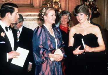 Lady Di y Grace Kelly en el hall