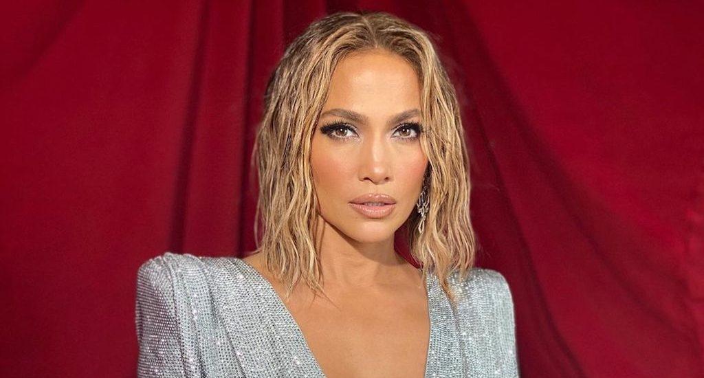 Look de Jennifer Lopez en los AMA's 2020