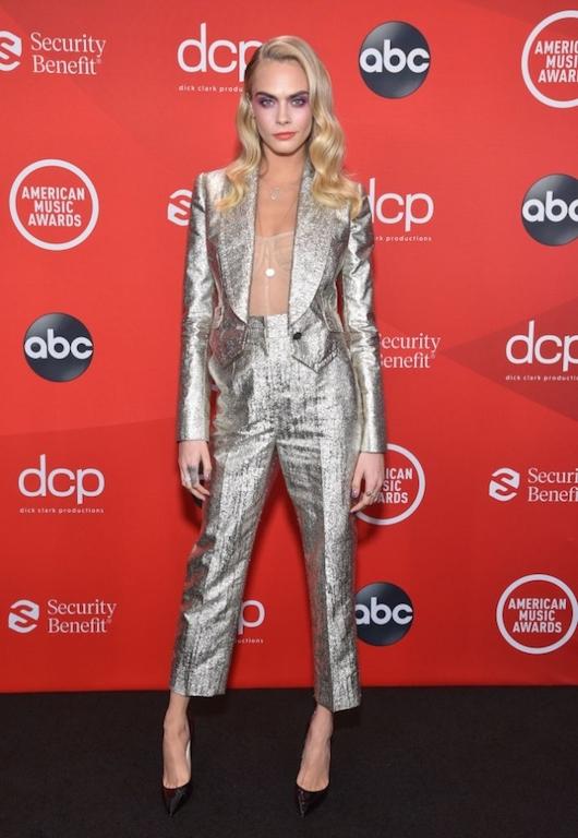 Los mejores looks de los American Music Awards 2020 Cara Delevingne