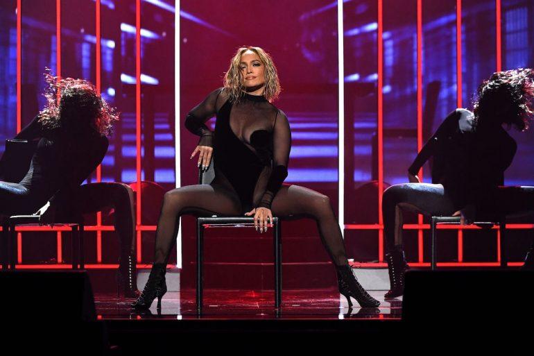 Peinado de Jennifer Lopez en los AMAs