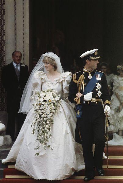 Segundo vestido de novia de Lady Di - caminata