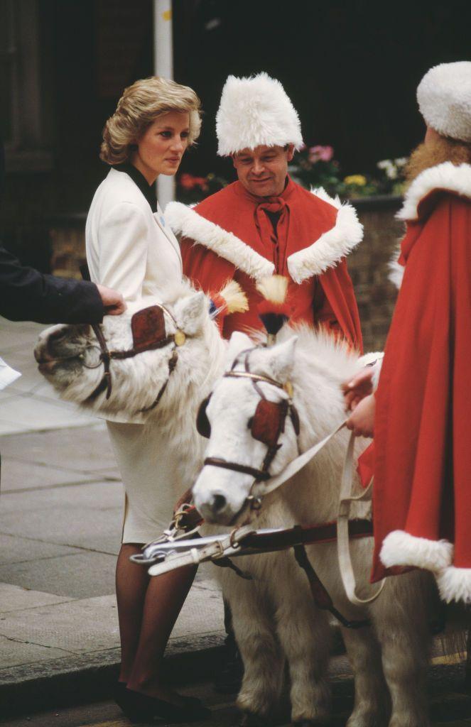 fotos de navidad de la realeza diana durante visita al hospital