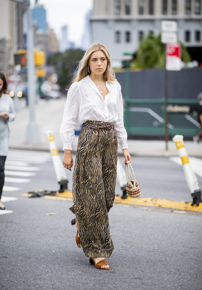 Como Usar Pantalones Anchos La Guia Para Vestirlos En El 2021
