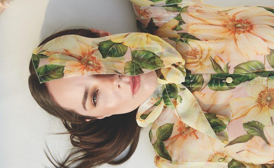 Camila Sodi en Harper's BAZAAR