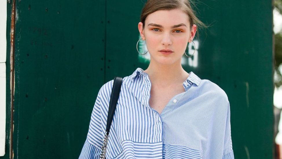 Cómo usar una camisa a rayas mujeres 2021 azul