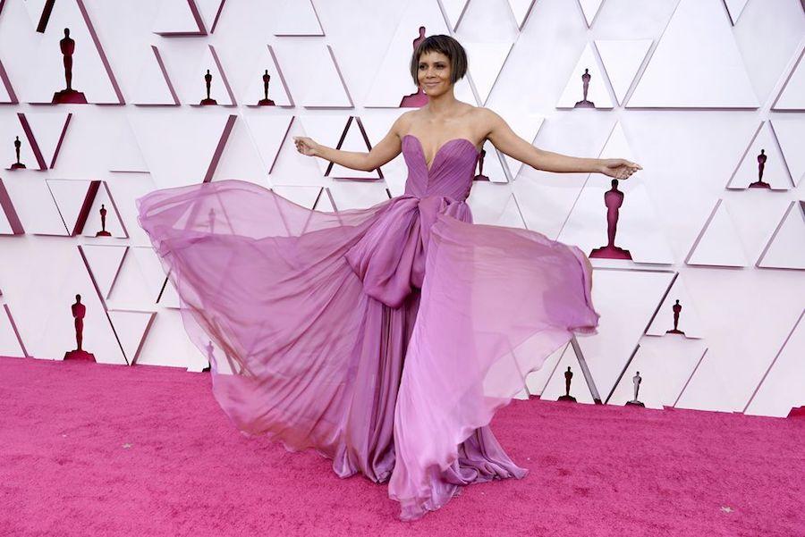 Looks Alfombra Roja Oscars 2021 Halle Berry