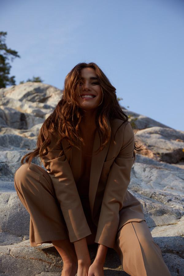 Rachell Vallori sonriendo