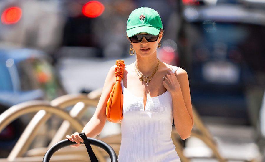 Emily Ratajkowski vestido tenis