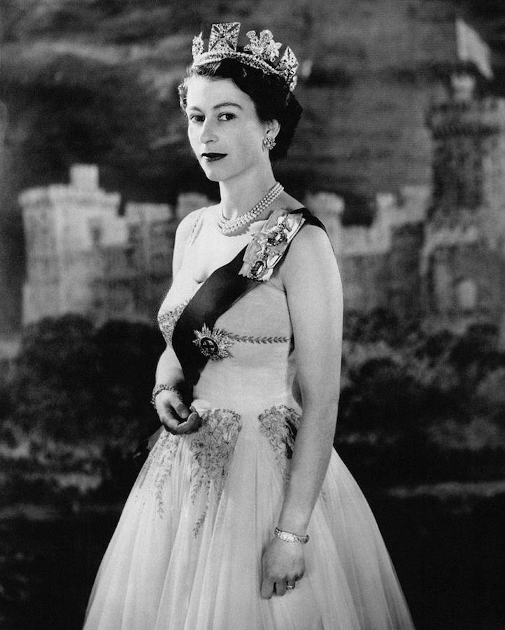 Isabel II joyas 1956