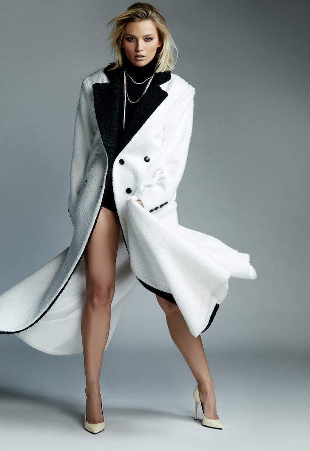 Cómo vestir elegante mujer gabardina